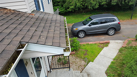 20150707 114811 front of house clogged gutters small